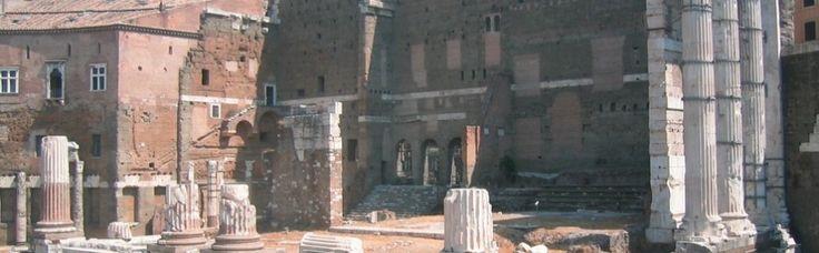 Arhitectii romani dispuneau de planuri bidimensionale pentru ridicarea si executia proiectelor edilitare. Topometria era o activitate esentiala pentru impartirea terenurilor agricole, pentru asezarea in teren accidentat a complexelor arhitectonice. Arhitectura romana presupunea ingramadirea de mici unitati dispuse in jurul unor spatii rectangulare, amplasate mai mult sau mai putin de-a lungul unei axe. Modelul originar il constituie tipul latin de casa cu camere mici asezate in jurul unui…