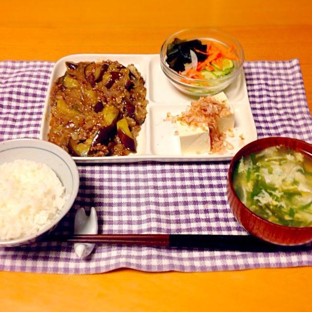 今日の晩御飯は、麻婆ナス(作り過ぎた)、冷や奴、サラダ、ニラ卵スープでした。 - 12件のもぐもぐ - 今日の晩御飯 by yujimrmt