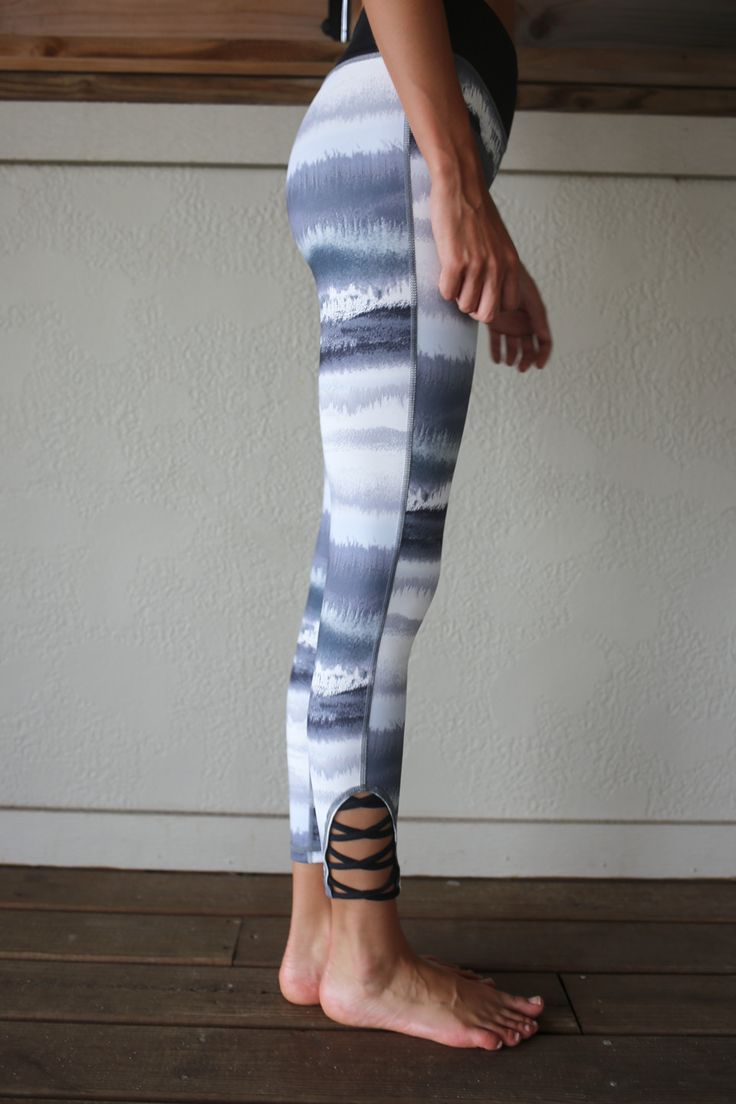 Glide Tie Dye Print Criss Cross Leggings