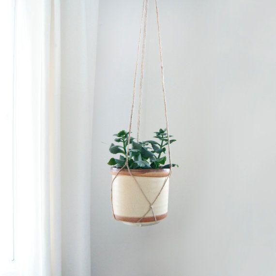 Les 25 meilleures id es concernant cache pots pour plantes for Support jardiniere pour fenetre