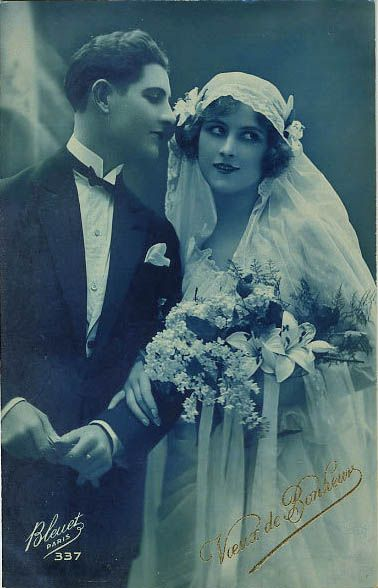 1920s Bride and Groom  Doesnt he look dapper in his suit!