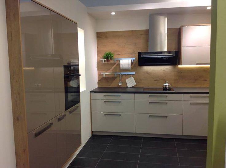 Keukens Scandinavisch Design : #Dankuchen met warme houtaccenten Kastenwand in kashmir
