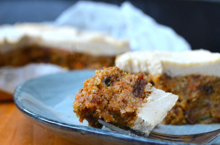 Raw Courgette and Carrot Christmas Cake |