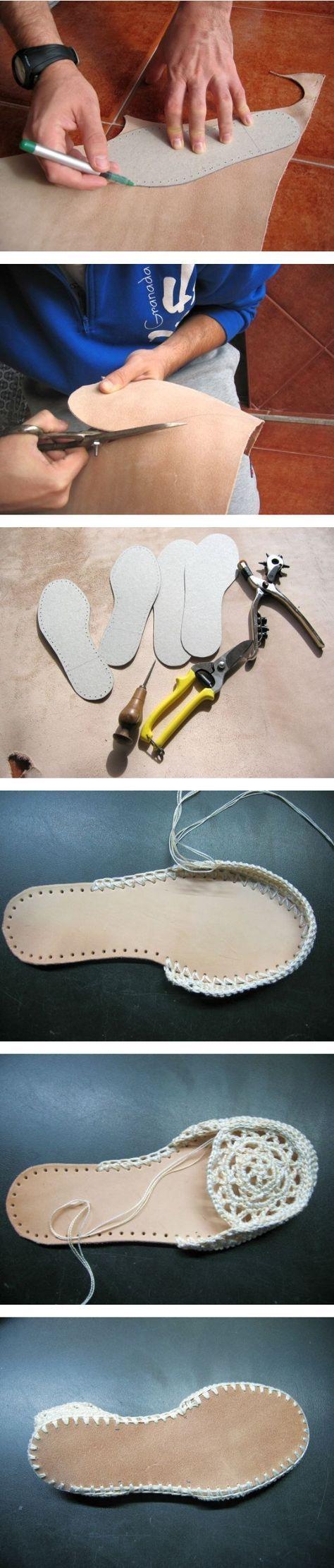 Sohlen für Häkel-Hausschuhe selber zuschneiden - aus dickem Filz oder aus Leder.