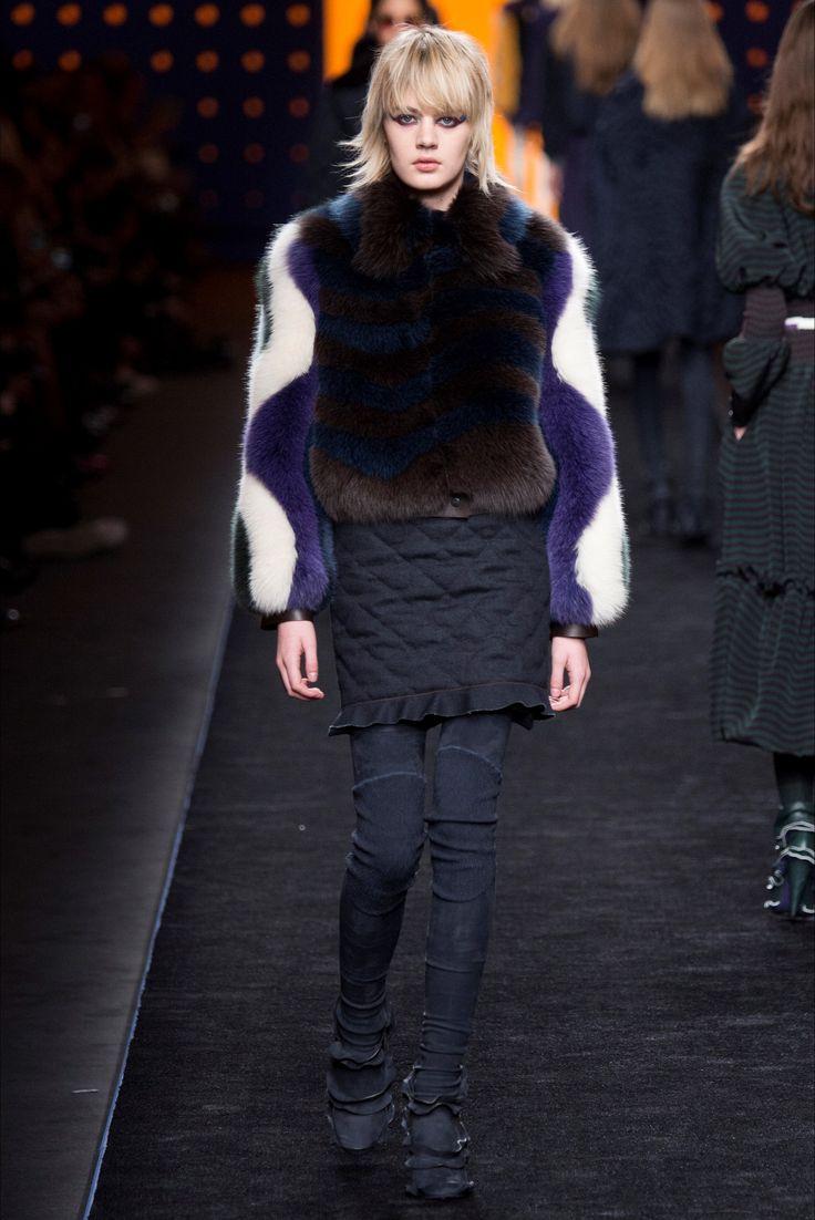 Sfilata Fendi Milano - Collezioni Autunno Inverno 2016-17 - Vogue