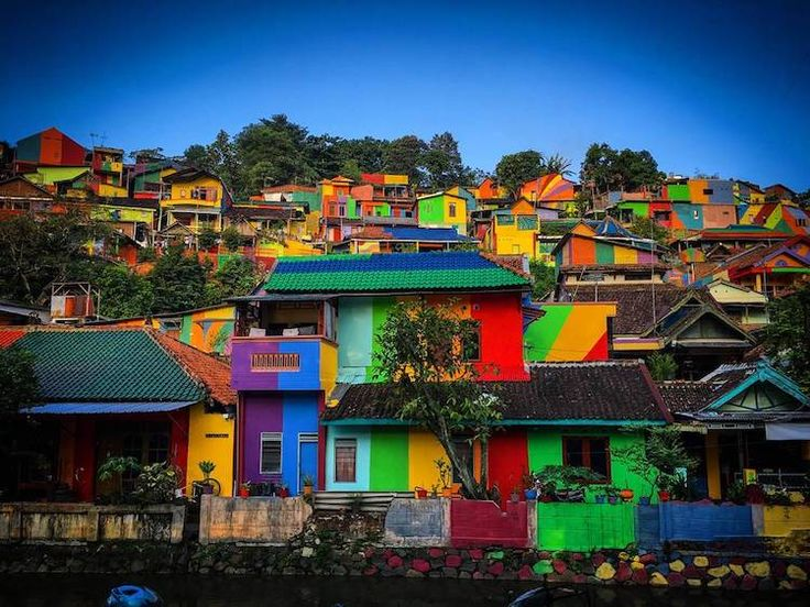 Kampung Pelangi: Rainbow Village in Indonesia Covered in Colorful Art