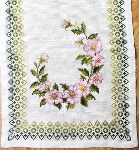 Lovely long vintage 1970s handmade pink/ olivegreen cross-stitch embroidery table-cloth runner with rose motives on bone white bottomcolor