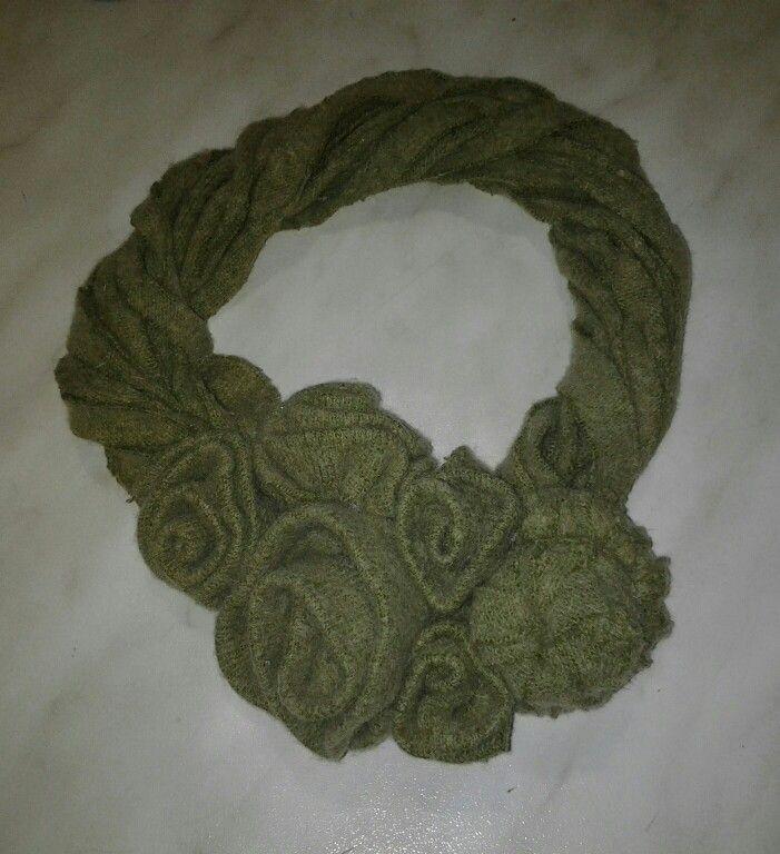 collana scaldacollo di lana con  fiori