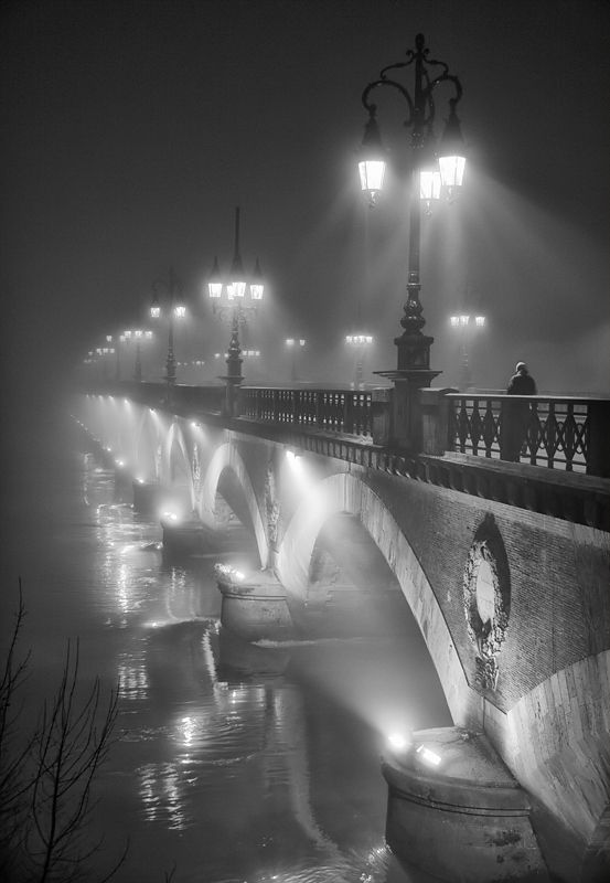 The bridge in the night: Lights, Paris, Black And White, Beautiful, Fountain, Black White, Night, The Bridges, Photo
