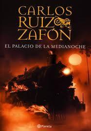 Fue el primer libro de Zafon que lei y con el te das cuenta que es un gran escritor, que debe pertenecer a tus estantes de libros. Es un escritor que mezcla la fantasia con la realudad sin dejarte un mal gusto en la boca,  haciebdo la lectura amena y ligera.