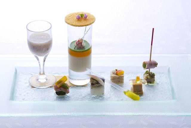仙台国際ホテル 結婚式場写真「三陸産アワビのすり流し、フォアグラのテリーヌ、自家製からすみ等の7種を寄せた「アミューズ・ブーシュ」」 【みんなのウェディング】
