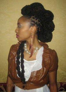 Moicano feminino com tranças rastafari