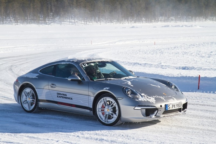 Ivalo Finland Porsche Carrera 4S. Learning to drift.