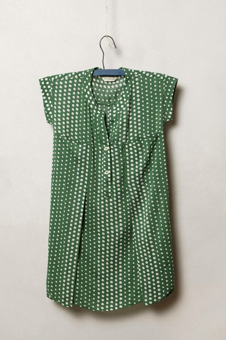 Summer: Love this style for summer; sleeveless, loose fitting