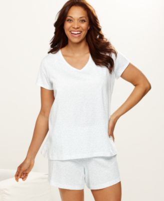 Looking for pajamas that keep it simple? A short sleeve plus size sleep shirt is just what you need to get back to basics. Look for styles featuring lovely floral prints and scalloped trim around the edges and a scoop or V-neckline. A drop shoulder short gown is also a great take on the classic sleep shirt.