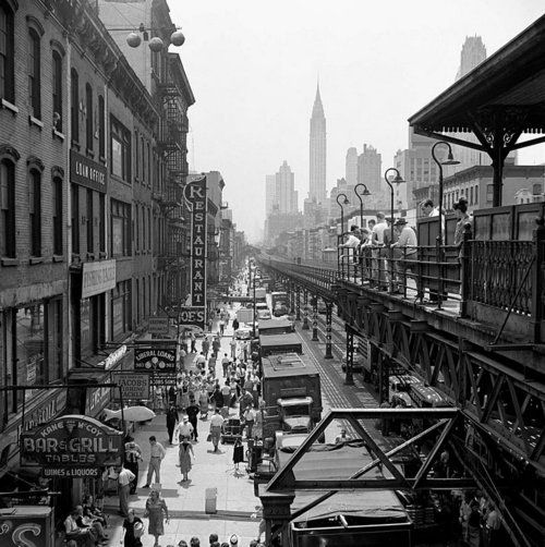 3rd Avenue elevated train in about 57th Street New York City Vivian Maier 1952