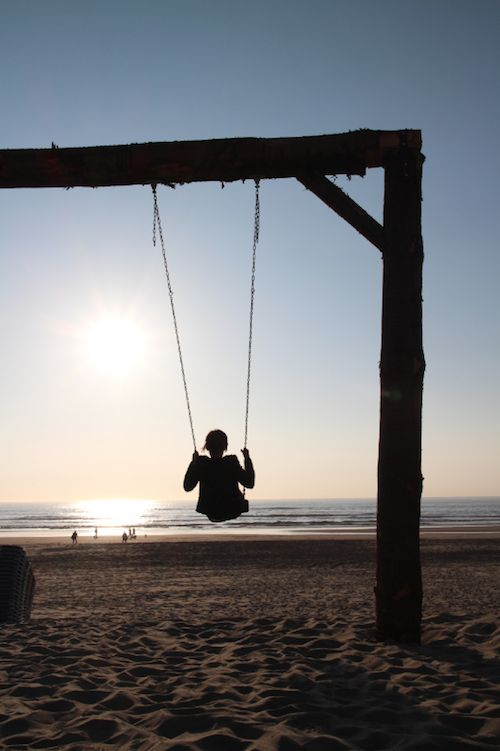 Zandvoort - nothing would make me happier than swinging on the beach, I will find this swing