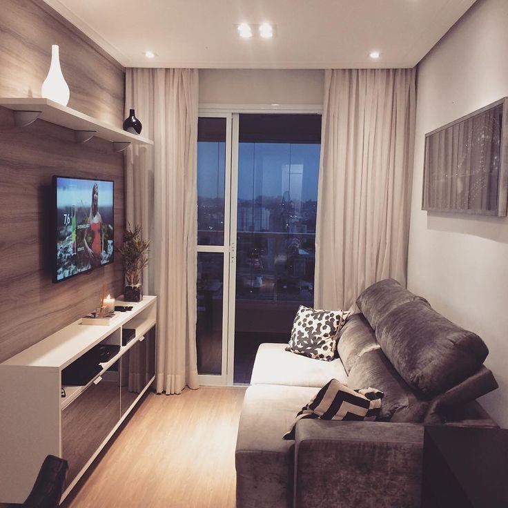Sala antes deslize a foto para ver o depois #apê114 #sweethome #instadecor #decor #decoração #apartamento #apartamentopequeno #salapequena #lardocelar #reforma #apartamentodecorado #pisolaminado #sanca #iluminação #amendolavergara #durafloor