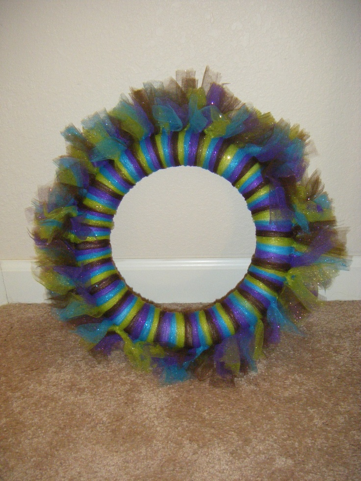 Easy glittery tool wreath! Peacock inspired. Just a few feathers to add on and perfecto!