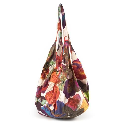 BANANA BAG NADINE ARANCIO - Banana bag in cotone stampato con fantasia floreale. Chiusura cerniera. Leggerissima, ideale da mettere in valigia con il kaftano e il pareo coordinati.