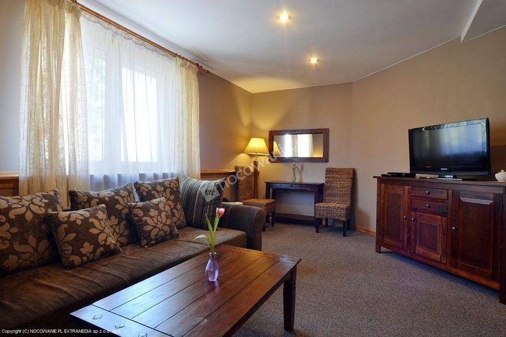 Pensjonat Korona jest sprawdzonym obiektem położonym w Polańczyku-Zdrój. Szczegóły oferty: http://www.nocowanie.pl/noclegi/polanczyk/pensjonaty/69023/ #nocowaniepl #accommodation #travel #mountains #Poland