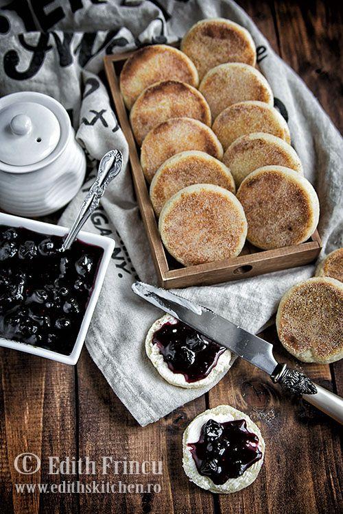 Painici marocane cu gris, painici delicioase pentru micul dejun, coapte in tigaie, cu un pronuntat gust de unt.