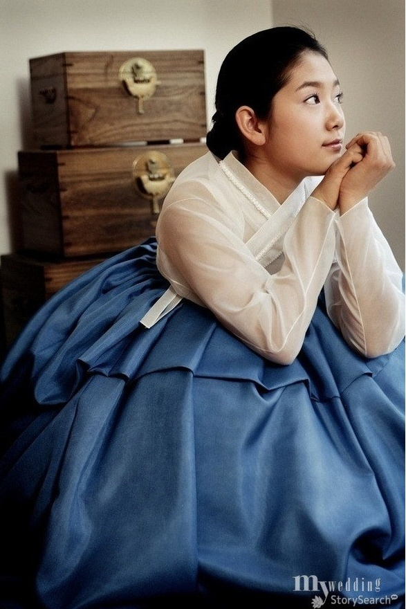 contemporary hanbok(traditional Korean dress) by Lee, Hye-Sun