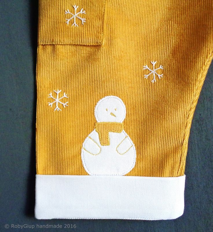 Pantaloni baby invernali in velluto ocra con applique pupazzo di neve - Winter baby pants in mustard corduroy with snowman applique - RobyGiup handmade #baby #fashion #christmas #kids #clothes #snowflake
