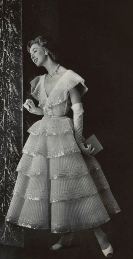 Chanel evening/party dress, 1955. #vintage #1950s #fashion