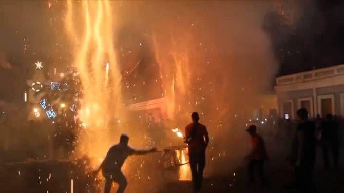 39 injured in fireworks explosion at Cuban festival on Christmas Eve https://www.biphoo.com/bipnews/world-news/39-injured-fireworks-explosion-cuban-festival-christmas-eve.html 39 injured in fireworks explosion at Cuban festival on Christmas Eve, Latest News Headlines, Todays News Headlines, Top News Headlines https://www.biphoo.com/bipnews/wp-content/uploads/2017/12/39-injured-in-fireworks-explosion-at-Cuban-festival-on-Christmas-Eve.jpg