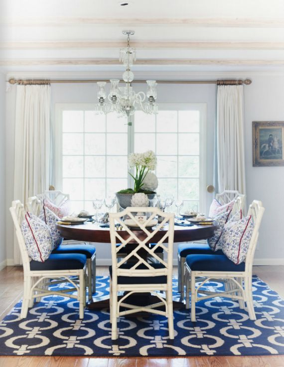 Navy and white dining room dining rooms blue interiors for Navy blue dining room ideas