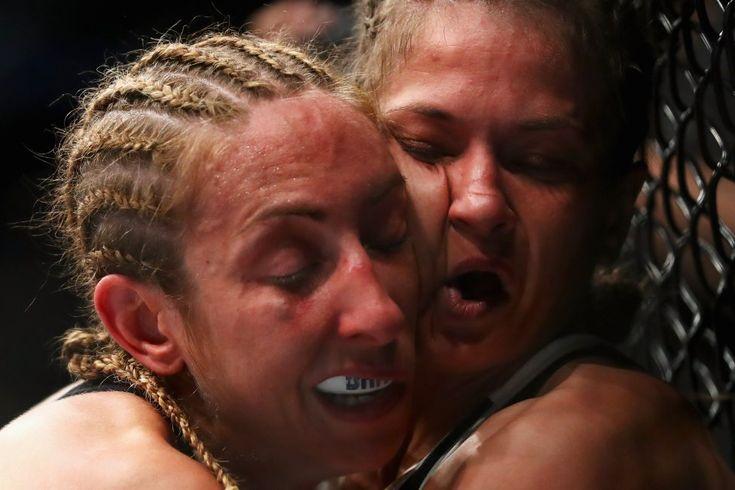 Las fotos más curiosas del deporte, Combate de la UFC entre Heather Jo Clark y Karolina Kowalkiewicz en Rotterdam.