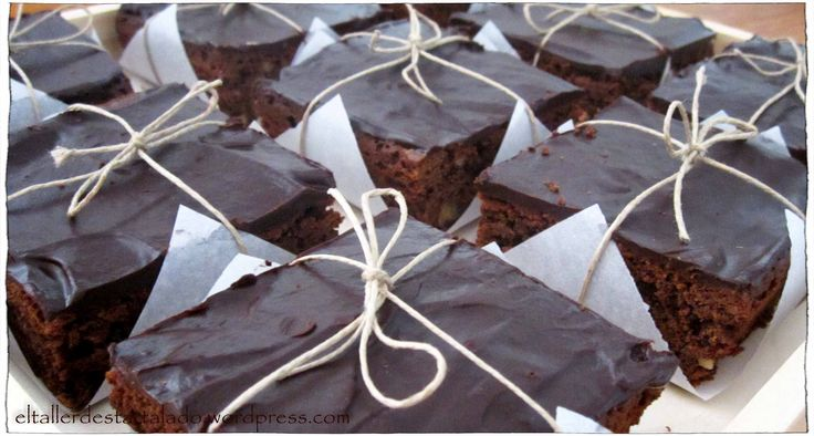 Brownies de chocolate y nueces preparados para regalar.