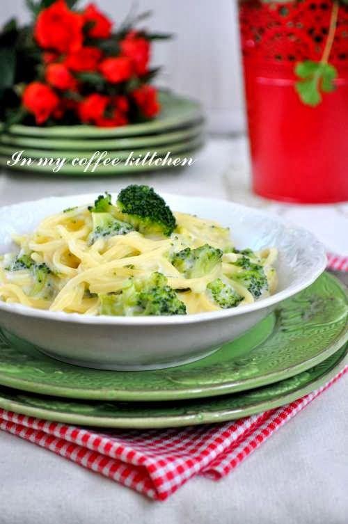 Makaron z brokułowo-serowym sosem