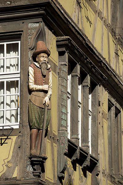 Colmar la statue du Drapier rue des Marchands