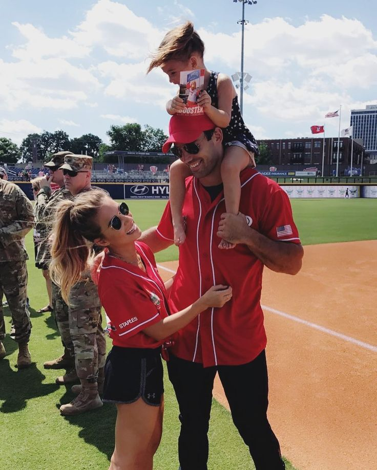 """151.2k Likes, 288 Comments - Jessie James Decker (@jessiejamesdecker) on Instagram: """"Vivi insisted on coming down on the field with us ⚾️"""""""