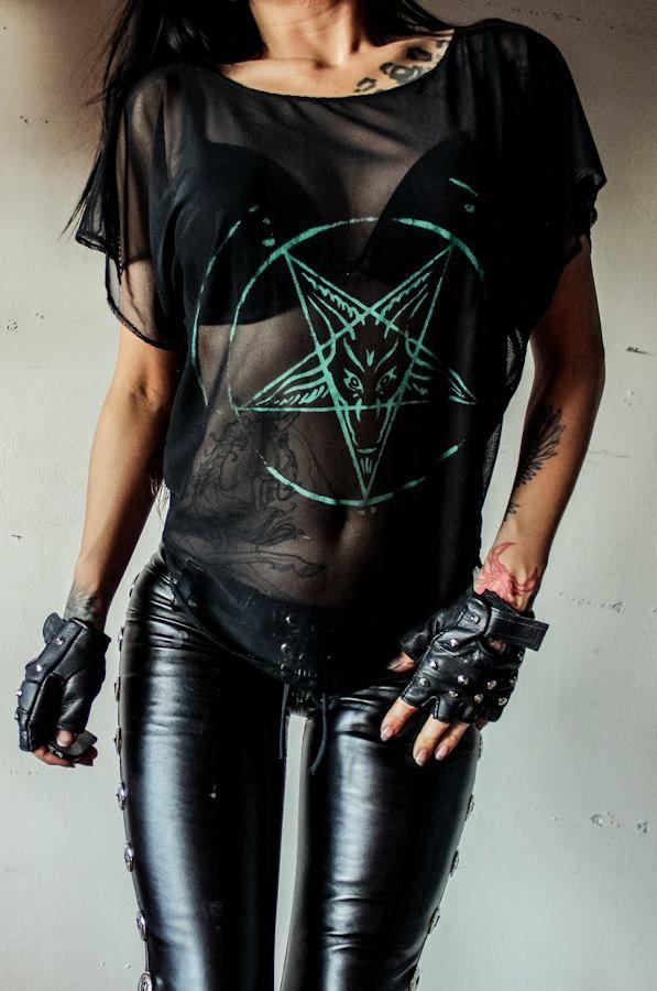 И полупрозраяные футболки при крутых лифчиках - это вообще шикардос. Особенно летом. Toxic Vision: Gigs&Stuff