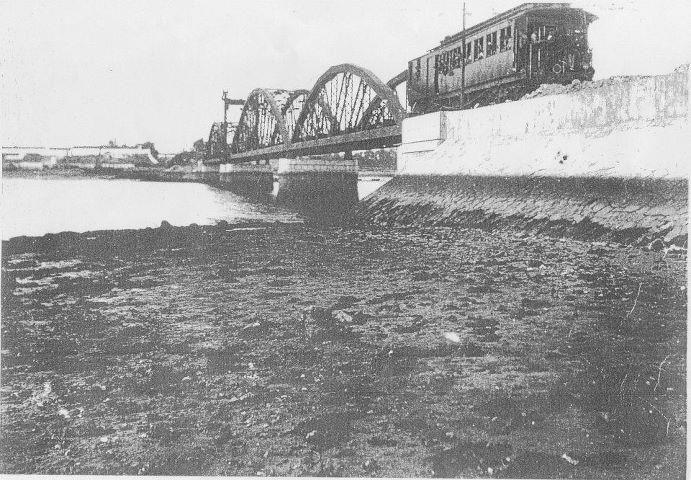 Barreiro Antigo - Comboio na antiga ponte Barreiro Seixal