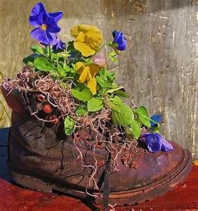Too cute: Plants Can, Idea, Old Boots, Flower Pots, Gardens Planters, Boots Planters, Outdoor Flower, Old Shoes, Flowerpot