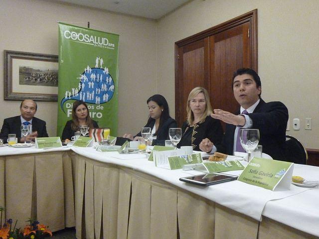 Jaime Gonzalez Montaño Gerente General de Coosalud, Laura Ramirez, Alicia Ramos, Rossana Trucco y Dario Castillo, Presidente de Confecoop.