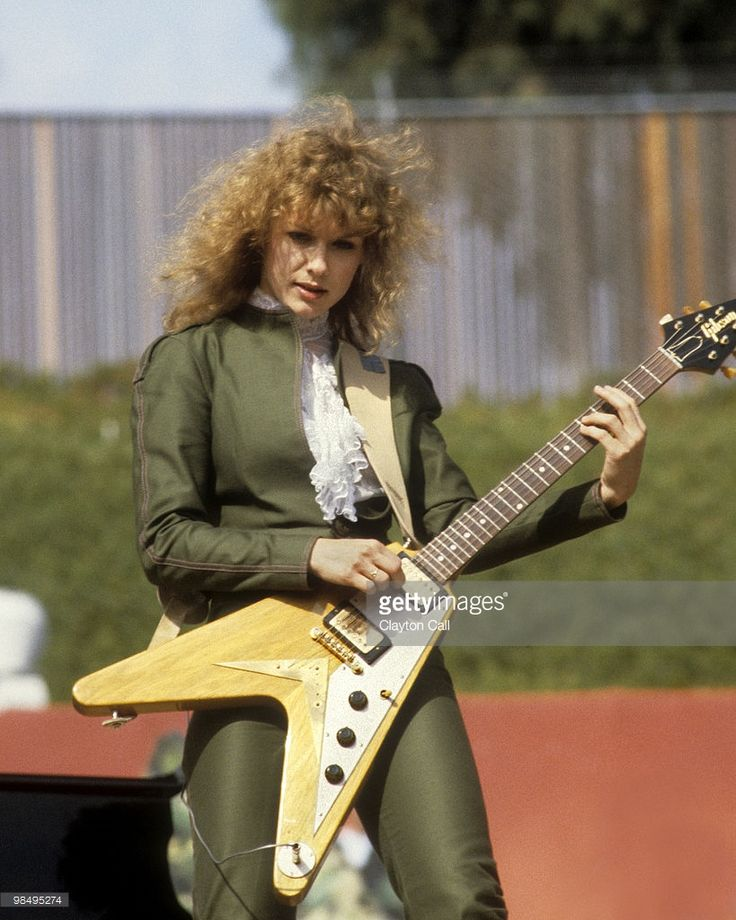 Nancy Wilson performing with Heart at the Oakland Coliseum Stadium on July 4, 1981. She plays a Gibson Flying V guitar.