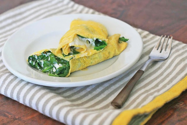 Spinach and Goat Cheese Rolled Omelet | Girl Cooks World