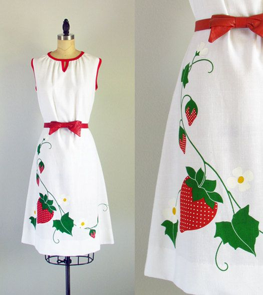 Shaheen strawberry dress...1970s vintage print cotton blend summer sun dress medium Aardbeien jurkje, echt zomers