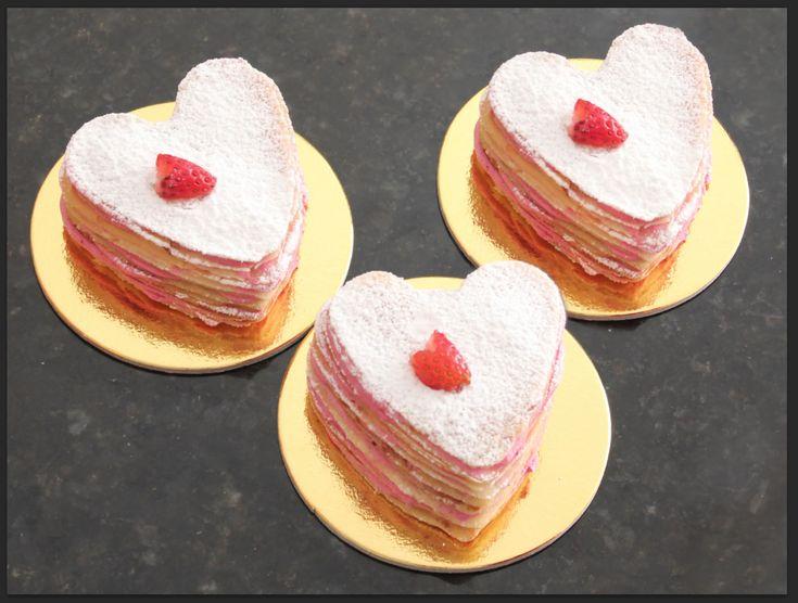 Mini Crêpe Cake Corazón de Frutos Rojos by Panda