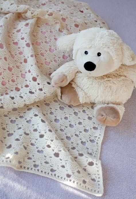 Virka en underbart söt bebisfilt som blir ett minne för livet – passar perfekt till både små pojkar och flickor!