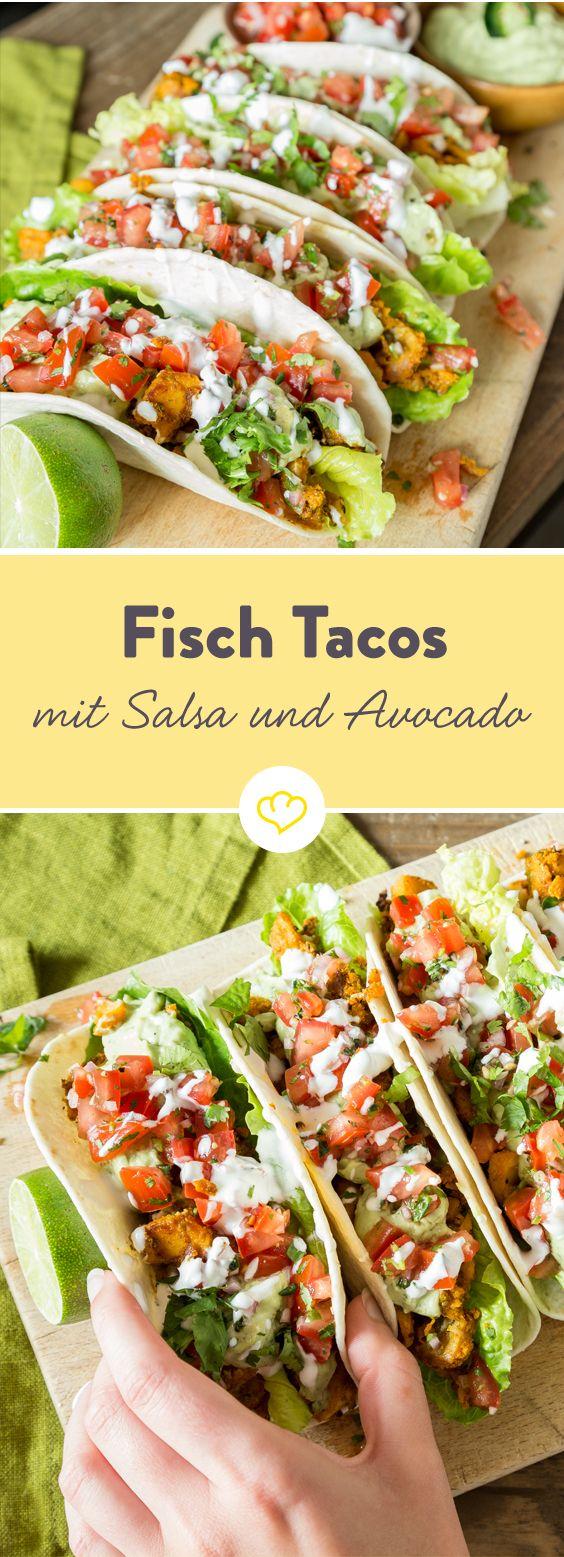Ob gerollte Enchiladas mit scharfen Shrimps oder selbstgemachte Tacos mit Fisch – wenn es mal kein Rindfleisch sein soll, sind frische Köstlichkeiten aus dem Meer in der Tex-Mex-Küche immer willkommen. In mexikanischer Gewürzmischung gewälzt und in der Pfanne gebraten wird der milde Fisch neben Pico de Gallo Salsa und Avocadocreme zur aromatischen Einlage in der runden Weizentortilla.