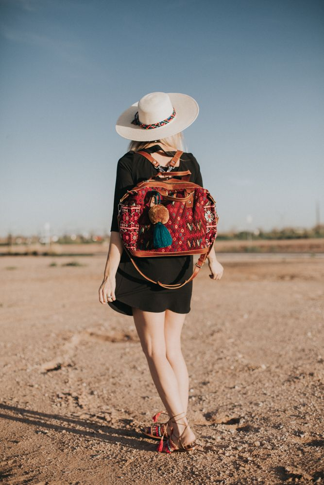 Lifestyle blogger Larissa of Living in Color styles Nena & Co. accessories and a nursing-friendly dress by Loyal Hana. Read more now.