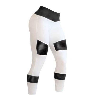 Bia Brazil snygga träningstights i fräck design formar rumpa, lår och midja. Träningskläderna har en patenterad varaktig stretch, som ger Dig en sensuell siluett.