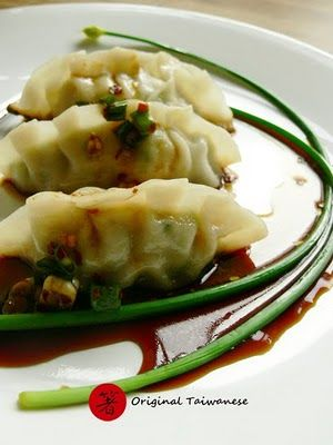Easy Chinese Dumplings - including dough recipe. Could easily make with seitan or tofu instead of pork/beef. Yum!
