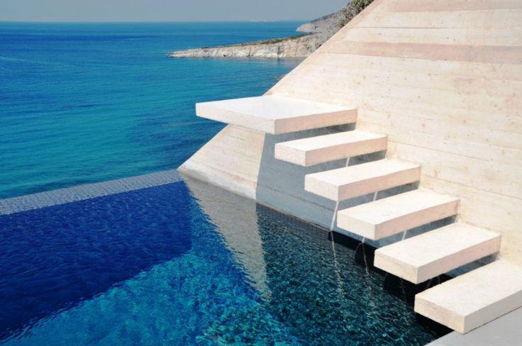 Η δύο φορές βραβευμένη οικία ανοίγει τις πύλες της και μας αποδεικνύει γιατί η σύγχρονη αρχιτεκτονική και η φύση μπορούν να συνυπάρξουν!   Από την Αργυρώ Ντόκα